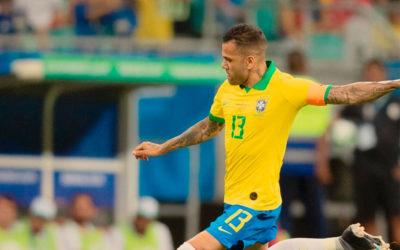 Dani Alves liquida el partido y Brasil queda primero del grupo A