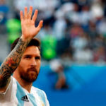 Lionel Messi, de penal a instancias del VAR, marcó el gol del empate para Argentina