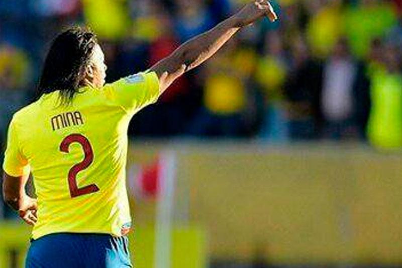 Mina en contra pone el postre en la mesa bien servida por Uruguay que golea en el debut 4 a 0 a Ecuador