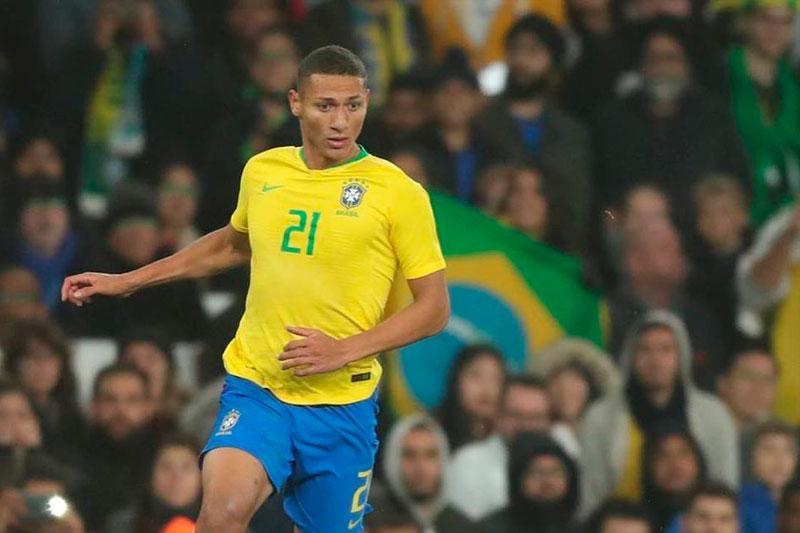 BRASIL CAMP…!!!! A falta de 3 minutos, Richarlison cambia penal por gol. 3-1 sobre Perú.