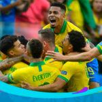 Brasil goleó por cinco goles a Perú y quedó primero en el Grupo A