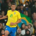 BRASIL CAMP...!!!! A falta de 3 minutos, Richarlison cambia penal por gol. 3-1 sobre Perú.